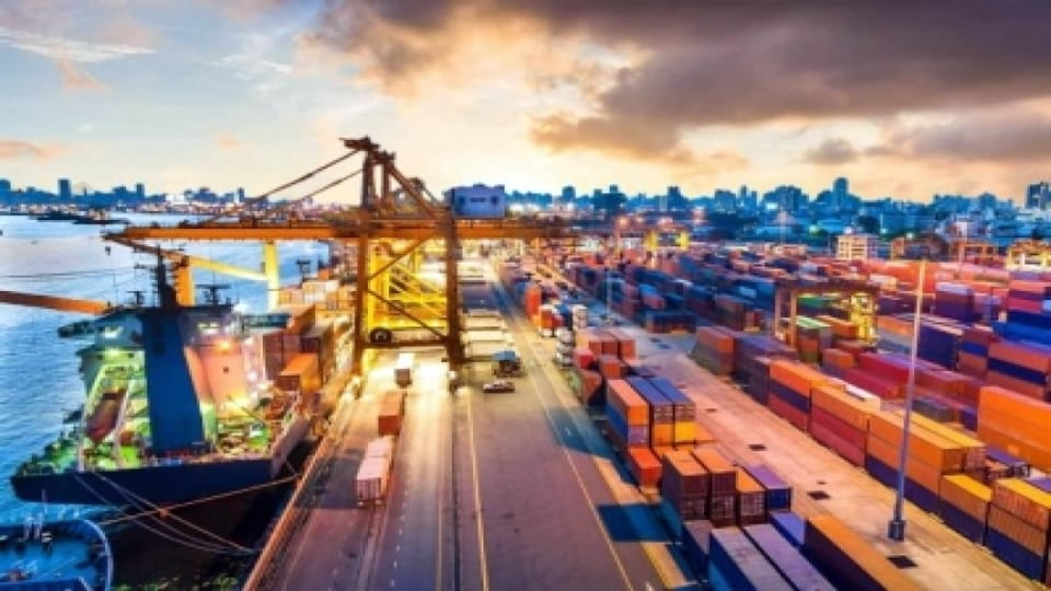 Shanghai port container volumes up in May