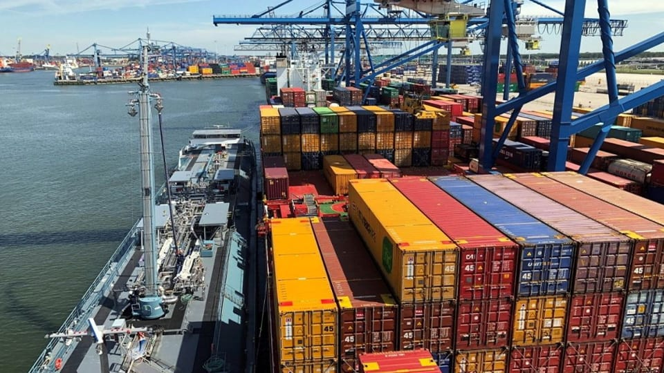 Containerships in Milestone LNG Bunkering Op