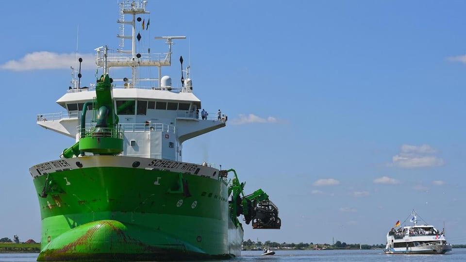 Elbe River Dredging Kicks Off