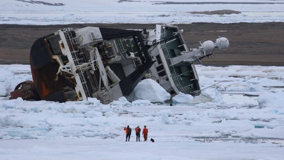 High Arctic Salvage Operation for Grounded Trawler Resumes