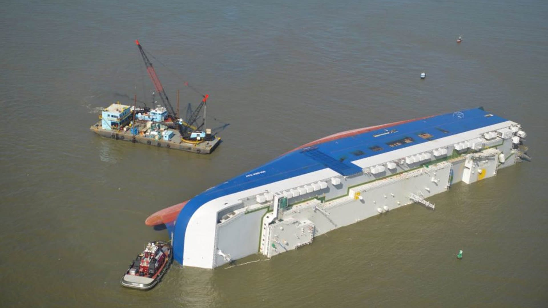 Golden Ray Salvage Operation Resumes after Storm