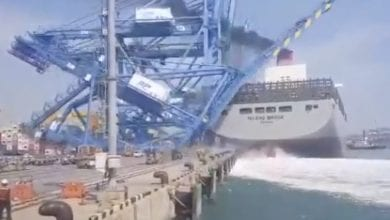 Photo of Japanese mega boxship slams into cranes at Busan New Port