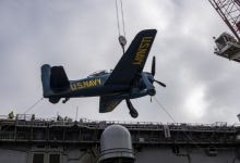 Photo of U.S. Navy Amphib Gives WWII-Era Warplanes a Lift to Pearl Harbor